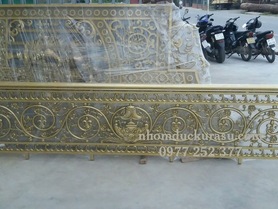 Ban Cong Nhom Duc Bcks 024